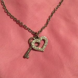 🌺 heart and key necklace